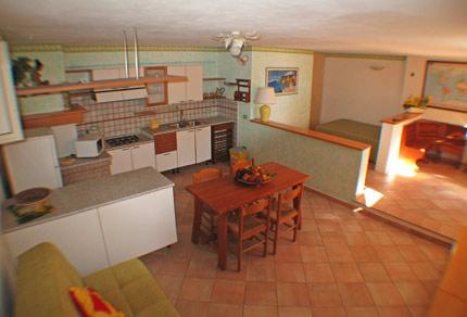 Appartamento a barbarossa porto azzurro isola d 39 elba - Soggiorno e angolo cottura ...