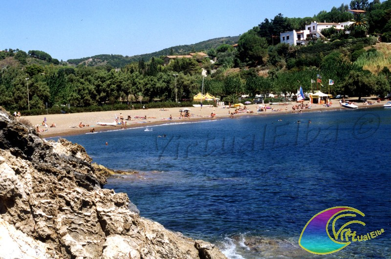 Spiaggia barbarossa porto azzurro isola d 39 elba 130 m sabbia for Soggiorno isola d elba