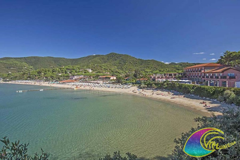 Panoramica spiaggia ed Hotel