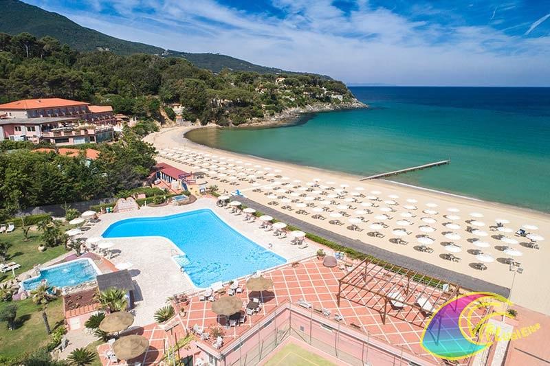 Panoramica piscina e spiaggia