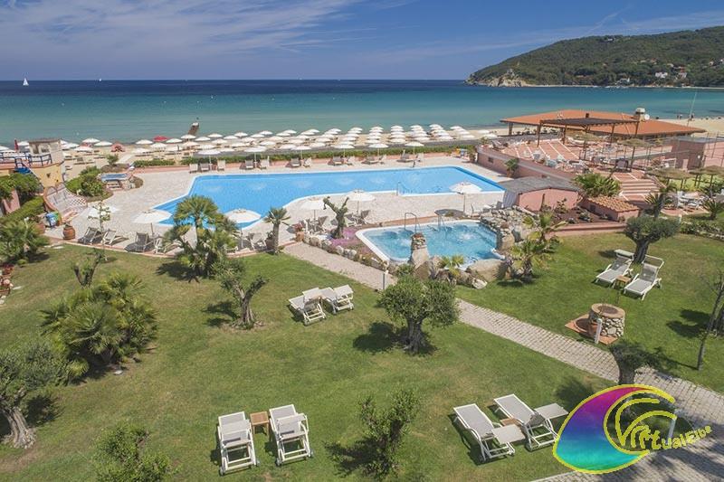 Panoramica piscina e spiaggia e giardino Hotel del Golfo