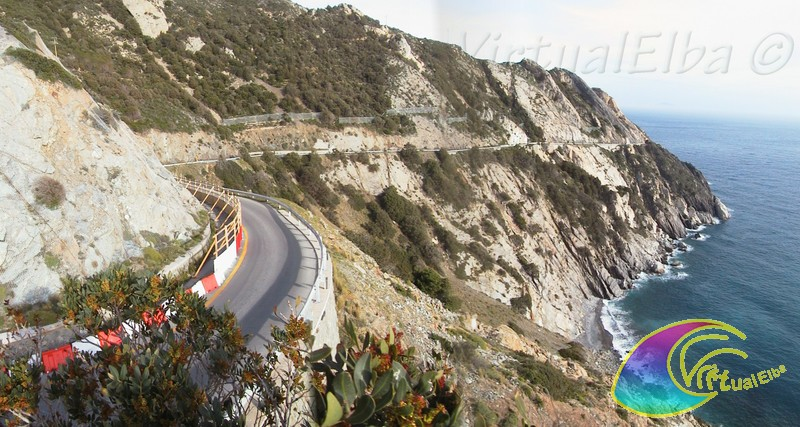 La via nella scogliera che da Marciana conduce al paese