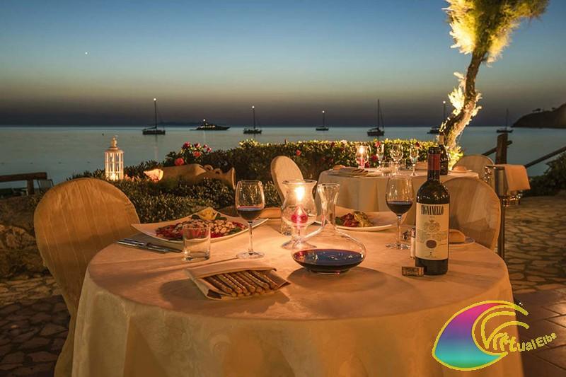 Tavolo in Terrazza dell' Albergo