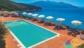 La piscina Hotel Paradiso con vista panoramica sulla baia del Viticcio Enfola