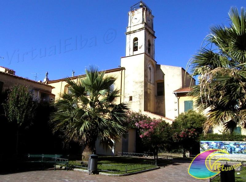 Piazzetta e campanile della Chiesa