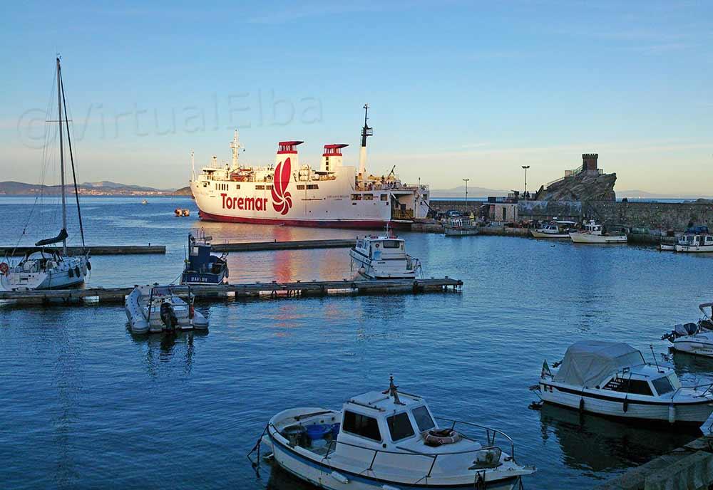 Rio Marina Traghetto in porto