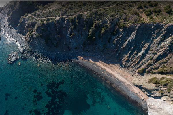 Spiaggia delle Tombe Pomonte