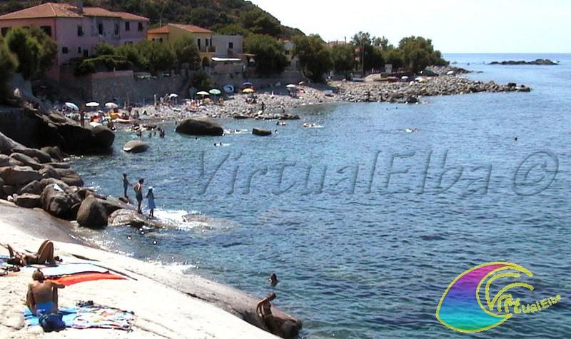Spiaggia e scogli del Calello Pomonte