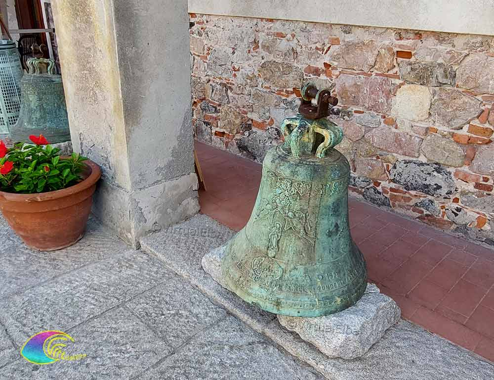 Campana all'interno della Linguella Portoferraio