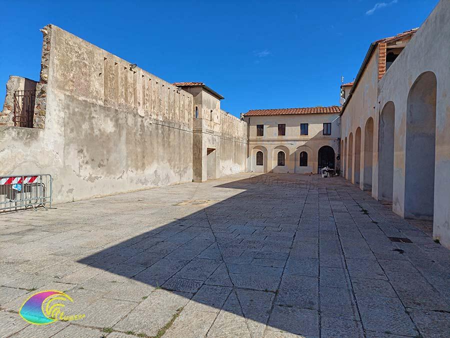 Piazza all'interno della Linguella Portoferraio