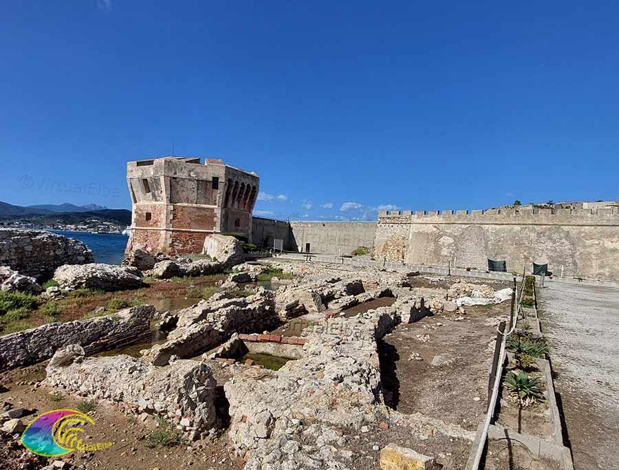 Torre del Martello Linguella e resti della Villa Marittima Romana della Linguella
